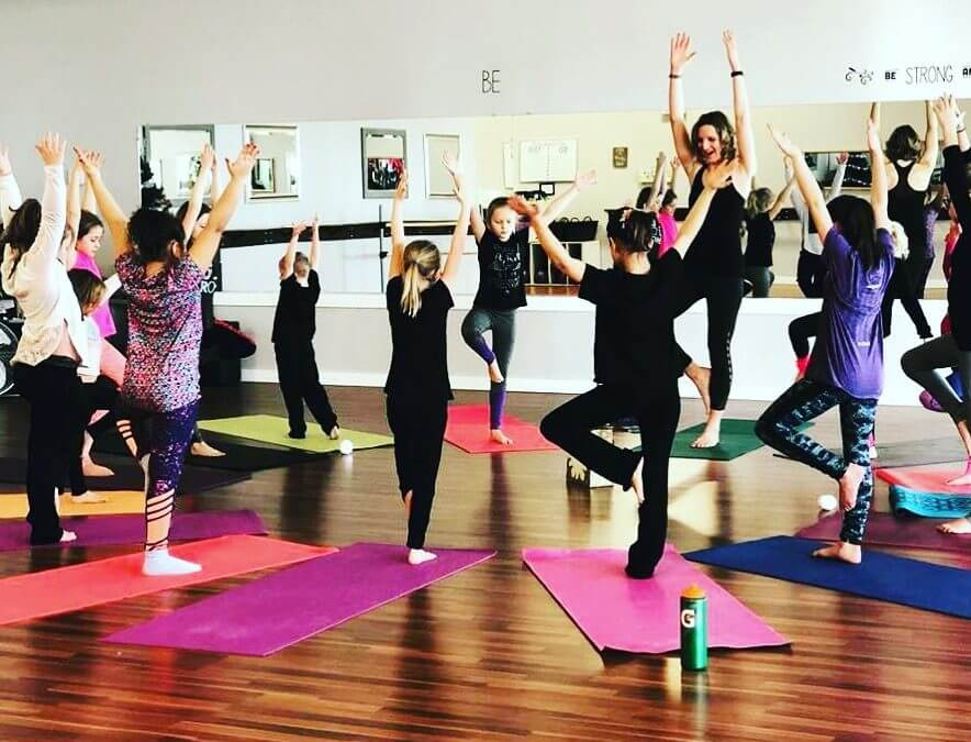 Yoga Game for Children: Yoga Shapes